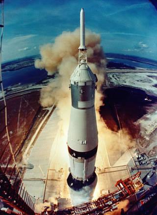 62295main_liftoff_full.jpg